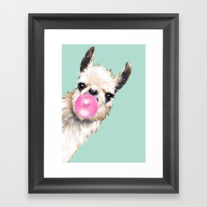 Bubble Gum Sneaky Llama in Green Gerahmter Kunstdruck