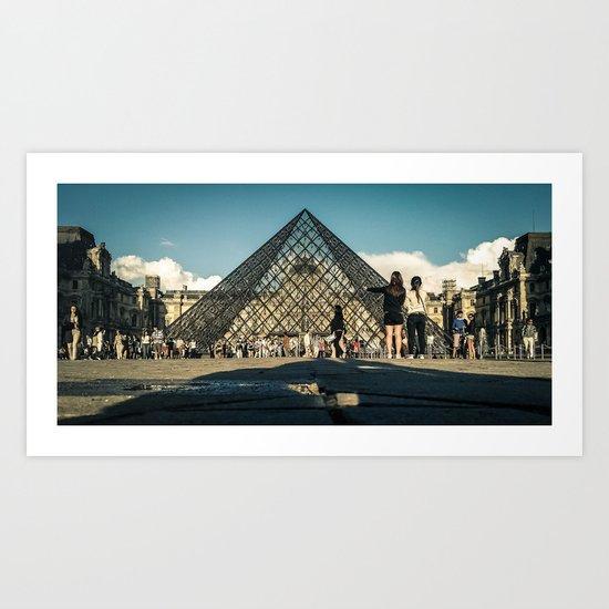 Paris, la pyramide du Louvre Art Print