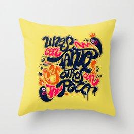 Unos con tanto... Throw Pillow