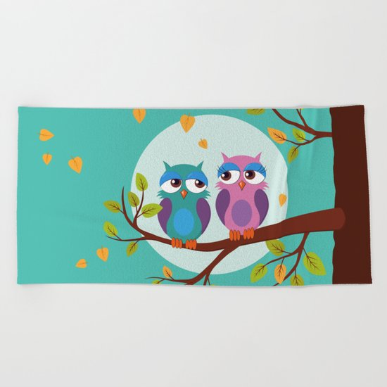 Sleepy owls in love Beach Towel