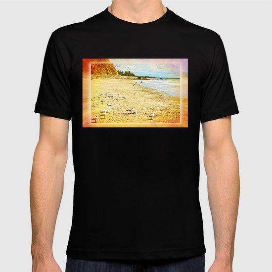 Gulls on the beach T-shirt