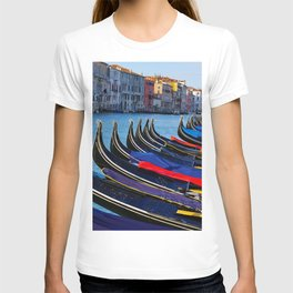 Venice canals, Gondolas, palace in Venice, Travel to Venice, Italy T-shirt
