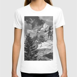 Misty Mountains. Jungfrau. 4.158 Meters. Alps. Swithzerland . BW T-shirt