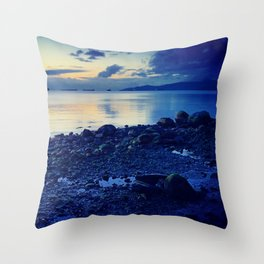 It ain't so bad, being blue Throw Pillow