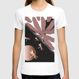 Dragonflies' battle T-shirt