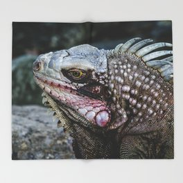 Portrait of an Iguana Throw Blanket