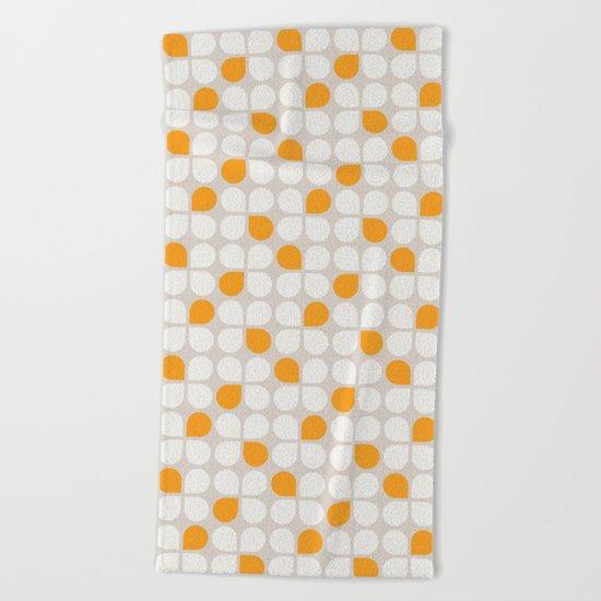 Daisy Crush Floral Pattern Beach Towel