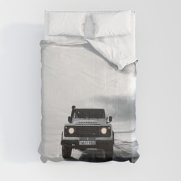 landrover defender in iceland Comforters