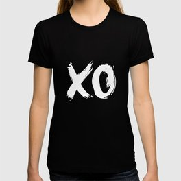 XO Hugs and Kisses white and black gift for her girlfriend xoxo bedroom art and home room wall decor T-shirt