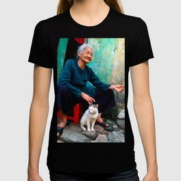 Old Woman with Cat - VIETNAM - Asia T-shirt