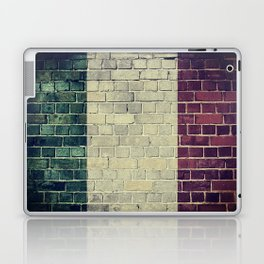 Vintage Italy flag on a brick wall Laptop & iPad Skin