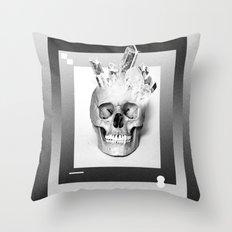 Quartz skull Throw Pillow