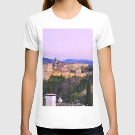 La Alhambra, Sierra Nevada and Granada. At pink sunset T-shirt