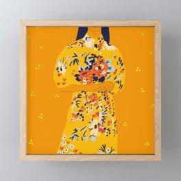 Kimono fleuri Framed Mini Art Print