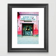 Liebe ist für alle da Framed Art Print