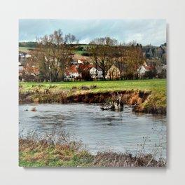 Dorf am Fluss Metal Print