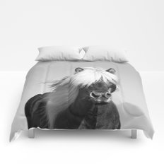 Portrait of a Horse in Scotish Highlands Comforters