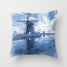 Kinder Delft  Throw Pillow