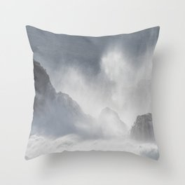 Nazaré Throw Pillow