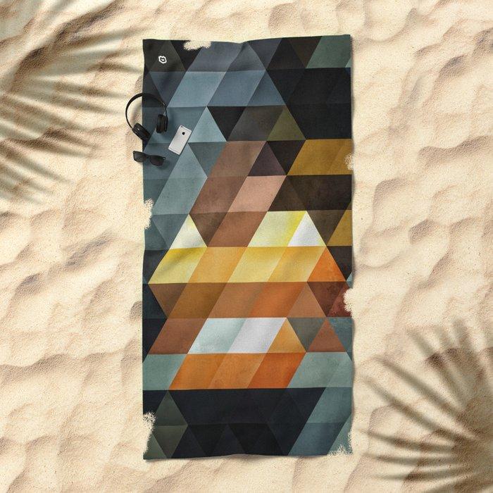 gyld^pyrymyd Beach Towel