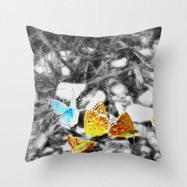 Un conte en morceaux [1] Throw Pillow