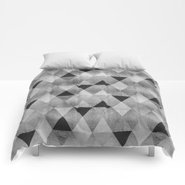 GRAPHIC PATTERN Funky geometric triangles | silver Comforters