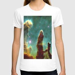 The Pillars of Creation in the Eagle Nebula (NASA/ESA Hubble Space Telescope) T-shirt