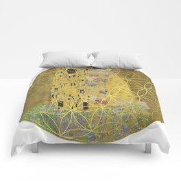 The Kiss - Gustav Klimt - Golden Flower Of Life Comforters