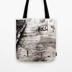 Reflection of the Taj Mahal Tote Bag