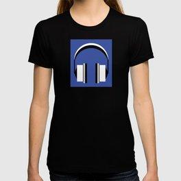 Headphones in dazzling blue T-shirt