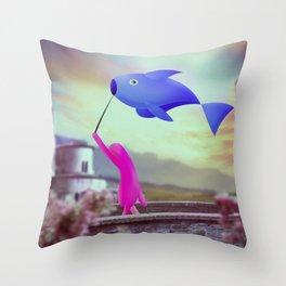 corsa col pesce Throw Pillow