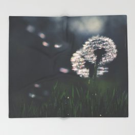 whispers in the wind Throw Blanket