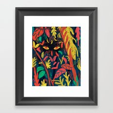 Entre la naturaleza Framed Art Print