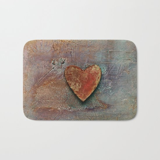 Rusty grunge love heart Bath Mat