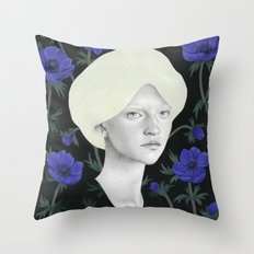 Anémona Throw Pillow