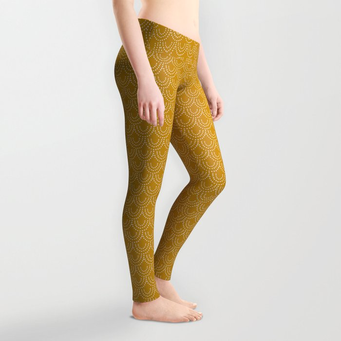 Dotted Scallop in Gold Leggings