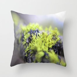 Mossy thoughts Throw Pillow