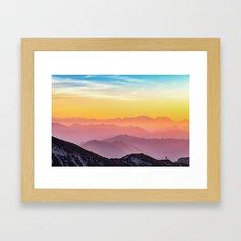 MOUNTAINS - LANDSCAPE - PHOTOGRAPHY - RAINBOW Gerahmter Kunstdruck