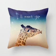 GiRAFFe I Throw Pillow