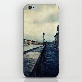 Lunedi Burrascoso iPhone Skin