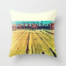 la spiaggia Throw Pillow