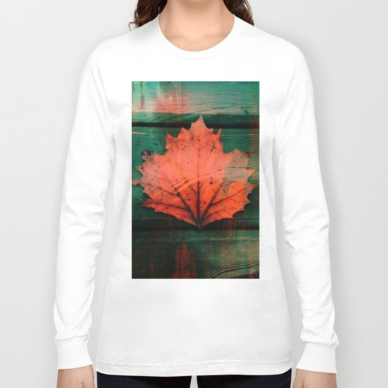 Rusty red dried fall leaf on wooden hunter green beams Long Sleeve T-shirt