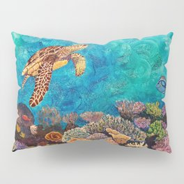 A Look around - Sea turtle in the reef Pillow Sham