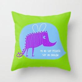 pequeño dragón Throw Pillow