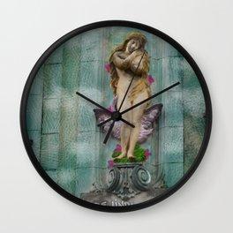 Libre, linda y loca! Wall Clock