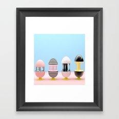 Los huevos y la gravedad Framed Art Print