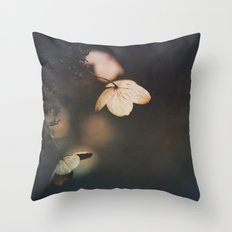 Purify the mind Throw Pillow