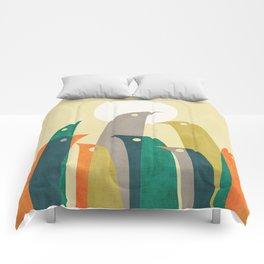 Wild birds at the beach Comforters