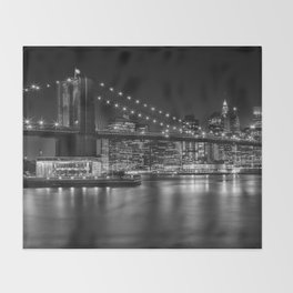 MANHATTAN SKYLINE & BROOKLYN BRIDGE Nightly Impressions | Panoramic Monochrome Throw Blanket