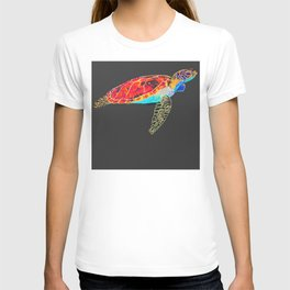 Turtle discovering the Great Barrier Reef T-shirt
